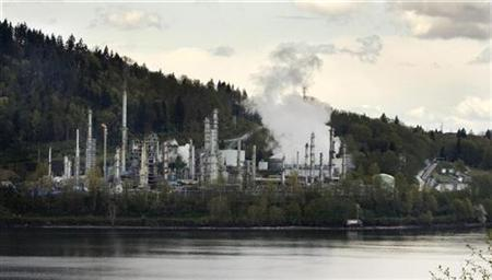 The Chevron Burnaby Oil Refinery sits in the inner harbour of the Burrard Inlet in this view from West Vancouver, British Columbia, April 29, 2008. REUTERS/Andy Clark