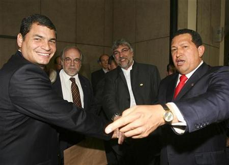 Venezuela's President Hugo Chavez (R) shakes hands with Ecuador's President Rafael Correa (L) next to Paraguayan President-elected Fernando Lugo (2nd R) and Brazilian advisor Marco Aurelio Garcia during a private meeting at the South American Union of Nations (Unasur) summit in Brasilia, May 23, 2008. REUTERS/Miraflores Palace/Handout