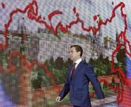 <p>Президент РФ Дмитрий Медведев перед выступлением в московском Кремле 28 мая 2008 года. Дмитрий Медведев предложил снять с рассмотрения в Госдуме поправки к закону о СМИ, касающиеся распространения ложных сведений, сообщили российские агентства со ссылкой на заключение Медведева на законопроект. (REUTERS/RIA NOVOSTI/KREMLIN/Pool/Dmitry Astakhov)</p>