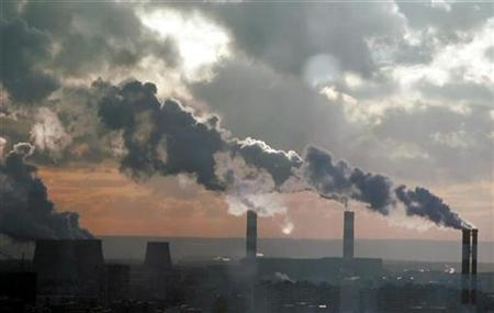 Smoke billows from the chimneys of a power station that produces heat and electricity in southern Moscow in this December 19, 2006 file picture. REUTERS/Alexander Natruskin/Files