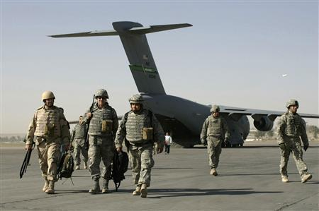 U.S. soldiers walk out of an airplane during a stop of their military flight at an airfield in Mosul June 6, 2008. REUTERS/Eduardo Munoz