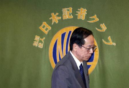 Japanese Prime Minister Yasuo Fukuda leaves after a news conference at the Japan National Press Club in Tokyo June 9, 2008. REUTERS/Issei Kato