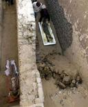 <p>In un'immagine d'archivio scattata in Egitto, il ritrovamento di una necropoli. REUTERS/Goran Tomasevic</p>