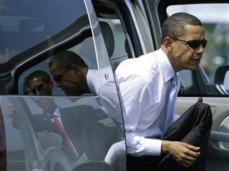Democratic presidential nominee Senator Barack Obama steps out of his car to board his plane in Blountville, Tennessee, June 5, 2008. REUTERS/Jason Reed