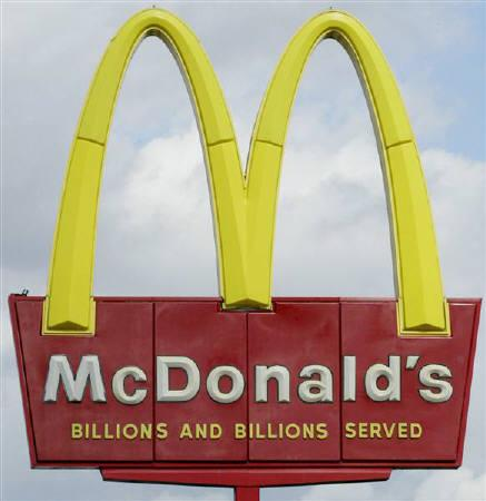 File photo of a McDonald's sign in Lakeland, Florida, January 22, 2003. McDonald's Corp said on Monday it has temporarily stopped serving sliced tomatoes on its sandwiches in the United States as health officials work to pinpoint the source of a salmonella outbreak. REUTERS/Joe Skipper/Files