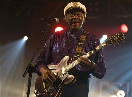 Rock and roll legend Chuck Berry performs during a concert in Burgos, northern Spain, November 25, 2007 REUTERS/Felix Ordonez