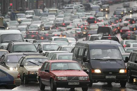A traffic jam on one of Moscow's main thoroughfares in a file photo. Russia's Gazprom, the supplier of a quarter of Europe's natural gas, expects the price of crude oil to almost double within 18 months and to take gas prices higher with it. REUTERS/Alexander Natruskin