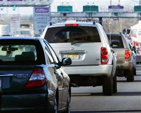 Traffic backed up at a New Jersey Turnpike toll plaza in a file photo. More than a third of U.S. technology workers would accept pay cuts of up to 10 percent to work from home and avoid the expense of commuting to the office, according to a survey released on Tuesday. REUTERS/Mike Segar