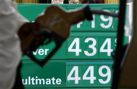 A resident fuels-up his car at a gas station in Miami Beach, June 9, 2008. REUTERS/Carlos Barria