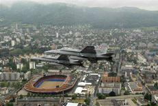 <p>Una veduta aerea di Zurigo. REUTERS/Schweizer Luftwaffe-Swiss Airforce/Handout (SWITZERLAND)</p>