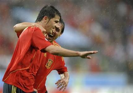 Spain's David Villa celebrates his third goal with team mate Santi Cazorla during their Group D Euro 2008 football match against Russia at the Tivoli Neu Stadium in Innsbruck, June 10, 2008. REUTERS/Felix Ordonez