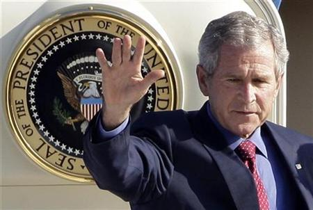 President George W. Bush salutes the media at the Tegel airport in Berlin, June 10, 2008. REUTERS/Tobias Schwarz