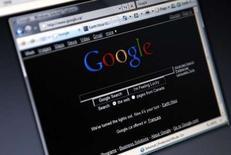 <p>Google étend l'accès aux statistiques générées par les recherches en ligne, domaine que le géant américain domine, et offre désormais avec Google Trends un aperçu des tendances et des mots-clés les plus populaires. /Photo d'archives/REUTERS/Mark Blinch</p>