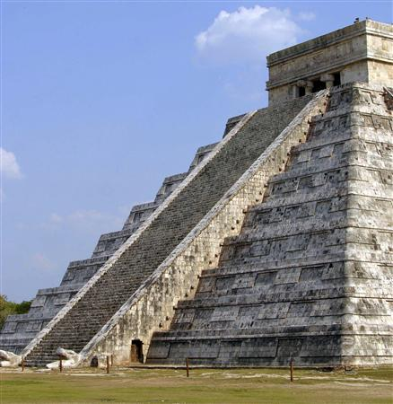 The Kukulkan pyramid at the Mayan ruins of Chichen Itza on Mexico's Yucatan peninsula in a May 2007 photo. A needle-free vaccine protected more than 70 percent of visitors to Mexico and Guatemala from traveler's diarrhea, popularly known as Montezuma's Revenge, researchers reported on Wednesday. REUTERS/Victor Ruiz