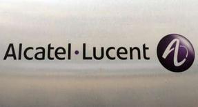 """<p>Confrontés comme le reste du groupe à un second plan social en deux ans, les ingénieurs de l'établissement Alcatel-Lucent d'Orvault (Loire-Atlantique) ont reçu pour la première fois la visite du nouveau P-DG de la filiale française de l'équipementier télécoms, Olivier Baujard, venu leur délivrer """"un message d'avenir"""". /Photo d'archives/REUTERS/Benoît Tessier</p>"""