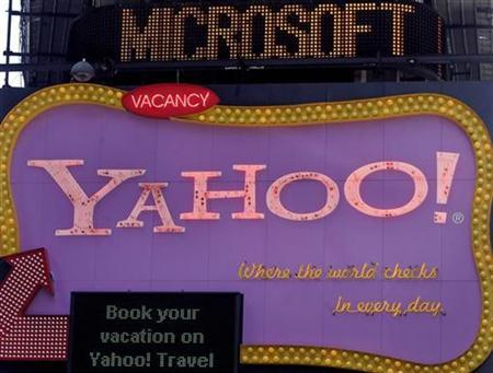 Microsoft runs across a news ticker above a Yahoo sign in New York City May 19, 2008. REUTERS/Joshua Lott