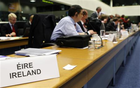 Ireland's panel is seen at the start of an European Union foreign ministers meeting in Luxembourg June 16, 2008. REUTERS/Francois Lenoir