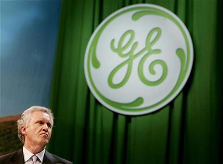 Jeffrey Immelt, chairman and chief executive of General Electric leads a discussion with business leaders at an Ecomagination news conference at Universal Studios in Los Angeles, May 24, 2007. REUTERS/Fred Prouser