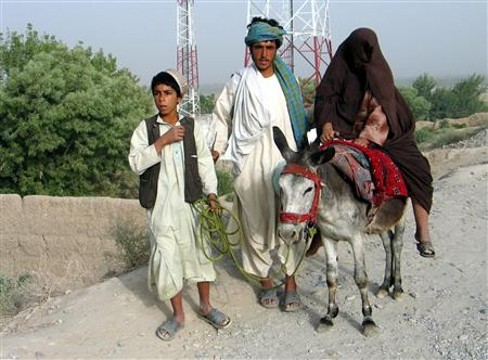 An Afghan family flee from the Arghandab district of Kandahar, south of Afghanistan, June 17, 2008. REUTERS/Ismail Sameem