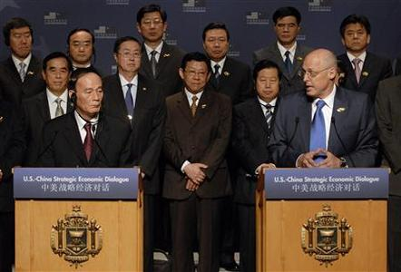 Treasury Secretary Henry Paulson (R) gives opening remarks with China Vice Premier Wang Qishan (L) at the start of cabinet-level meetings at the Strategic Economic Dialogue at the US Naval Academy in Annapolis, Maryland, June 17, 2008. REUTERS/Jonathan Ernst