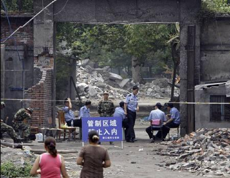 Military and police personnel guard the entrance to the Juyuan Middle School where about 280 children died in last month's earthquake, in Juyuan town near Dujiangyan city in Sichuan province June 12, 2008. REUTERS/David Gray