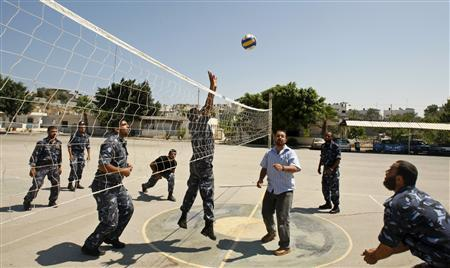 Palestinian police loyal to Hamas play volleyball at the Hamas headquarters in Gaza June 19, 2008. REUTERS/Mohammed Salem