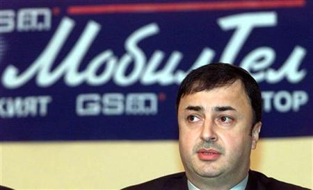 Israeli diamond merchant Lev Leviev speaks to journalists during a press conference in Sofia in this March 22, 2001 file photo.