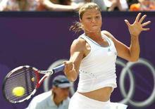 <p>Россиянка Динара Сафина в финале Den Bosch Open в Росмалене 21 июня 2008 года. Российская теннисистка Динара Сафина проиграла в финале турнира Den Bosch Open. (REUTERS/Ade Johnson/United Photos)</p>