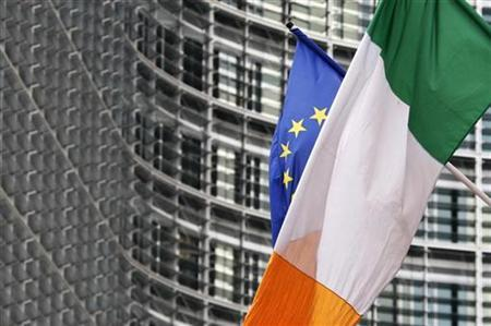An Irish flag flies next to an European Union flag near the EU Commission headquarters in Brussels, June 13, 2008. REUTERS/Francois Lenoir