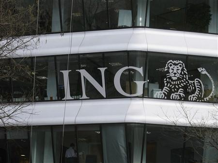 A man cleans the windows of a ING branch in central Madrid April 14, 2008. REUTERS/Andrea Comas