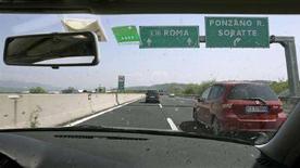 <p>Basta corse in autostrada, italiani al volante ora rallentano. REUTERS/Chris Helgren</p>