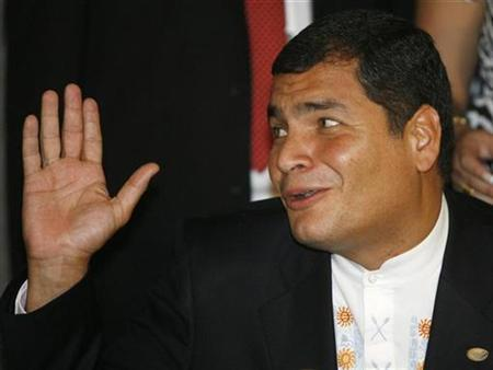 Ecuador's President Rafael Correa gestures during a news conference in the South American Union of Nations (UNASUR) summit in Brasilia May 23, 2008. REUTERS/Roberto Jayme