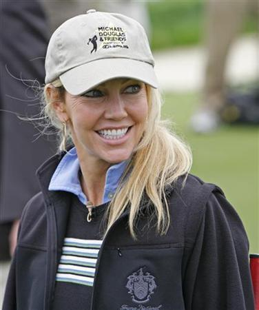 File photo shows Heather Locklear smiling before playing in the 8th annual Michael Douglas and Friends golf tournament in Rancho Palos Verdes, California May 7, 2006. REUTERS/Lucas Jackson