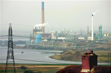 File photo shows a view across to a chemical plant rear Runcorn, northern England, December 8, 2004. REUTERS/Ian Hodgson