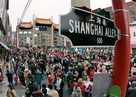 Thousands gather on the streets of historic Chinatown in Vancouver, British Columbia January 29, 2006, to watch the annual Chinese New Year Parade. REUTERS/Andy Clark