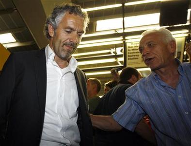 Italy's soccer coach Roberto Donadoni arrives at Malpensa airport, 30km northwest of Milan, in this recent photo from June 23, 2008. Donadoni lost his job on Thursday after the world champions failed to reach the Euro 2008 semi-finals.REUTERS/Stefano Rellandini