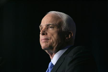 Republican presidential candidate Senator John McCain speaks on energy policy during a campaign visit to the University of Nevada Las Vegas in Las Vegas, Nevada, June 25, 2008. REUTERS/Steve Marcus/ Las Vegas Sun