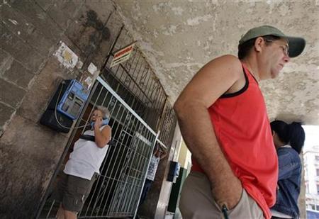 A woman uses a public phone in Havana March 28, 2008. REUTERS/Enrique De La Osa