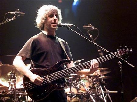File photo shows Phish guitarist/bassist Mike Gordon performing during the first of two sold-out performances at the Thomas & Mack Center in Las Vegas, September 29, 2000. REUTERS/Ethan Miller