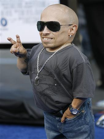 Actor Verne Troyer gestures at the premiere of ''The Love Guru'' in Hollywood in this June 11, 2008 file photo. REUTERS/Mario Anzuoni/Files