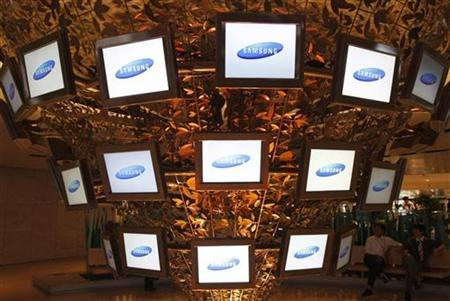 Samsung Electronics' flat screens are displayed on figurative art at the company's main office in Seoul April 25, 2008. REUTERS/Lee Jae-Won