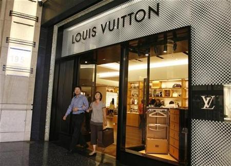 Customers leave a Louis Vuitton store in Hollywood, April 25, 2008. REUTERS/Fred Prouser