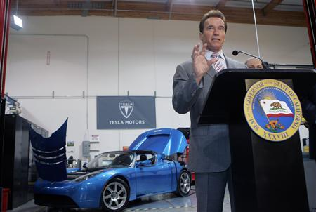 California Governor Arnold Schwarzenegger speaks to reporters at Tesla Motors in San Carlos, California June 30, 2008. REUTERS/Robert Galbraith