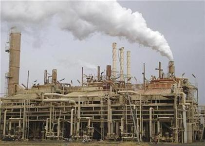 A view of a Baiji oil refinery, 112 miles north of Baghdad, February 19, 2008. REUTERS/Sabah al-Bazee