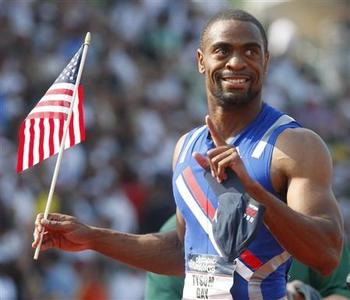 Tyson Gay holds the U.S. flag after winning the men's 100 meters final at the U.S. Olympic Track and Field Trials in Eugene, Oregon June 29, 2008. REUTERS/Mike Blake
