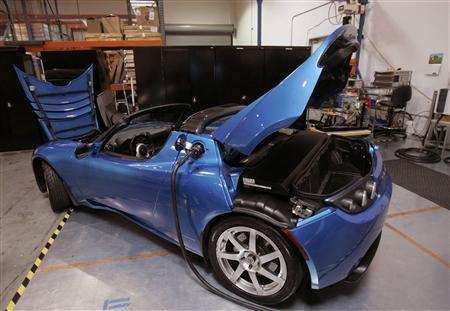 A Tesla Roadster is shown at Tesla Motors in San Carlos, California June 30, 2008. REUTERS/Robert Galbraith