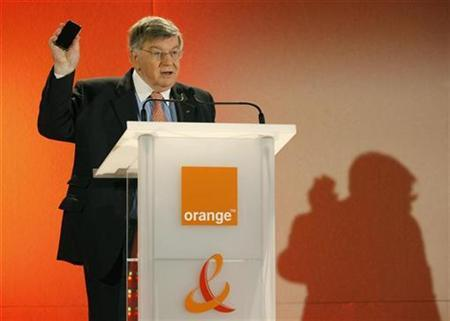 France Telecom's chairman Didier Lombard delivers his speech at the 2007 annual results news conference in Paris, February 6, 2008. REUTERS/Benoit Tessier
