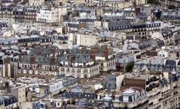 <p>Seloger.com chute d'environ 10% vendredi à la Bourse de Paris après un avertissement du site de ventes immobilières sur internet sur son revenu et ses marges bénéficiaires pour l'année en cours. /Photo d'archives/REUTERS/Kevin Coombs</p>