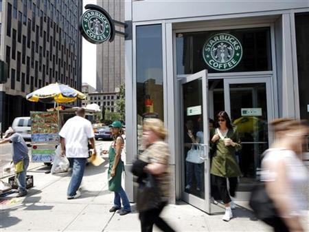 People walk past a Starbucks store in New York July 3, 2008. REUTERS/Chip East