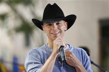 Musician Kenny Chesney performs on NBC's Today Show Summer Concert Series in New York June 13, 2008. REUTERS/Lucas Jackson